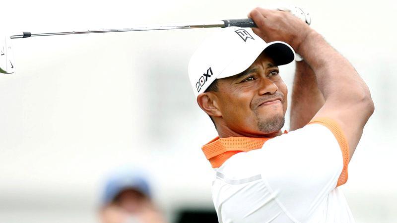 Tiger Woods a fost implicat într-un grav accident de circulație. Echipajul de descarcerare, la fața locului