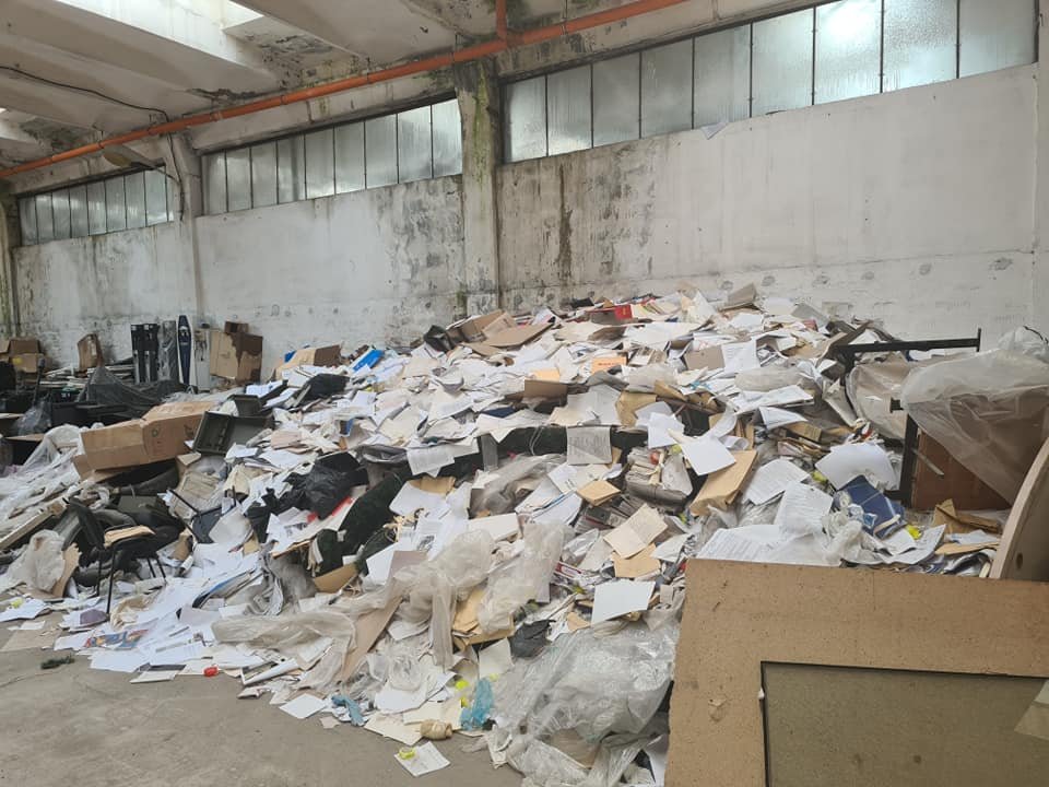 Documente aruncate! Primarul Constanței, Vergil Chițac: Unele trebuiau păstrate permanent. Oare a încercat cineva să şteargă urmele celor 20 de ani de administraţie roşie? - FOTO