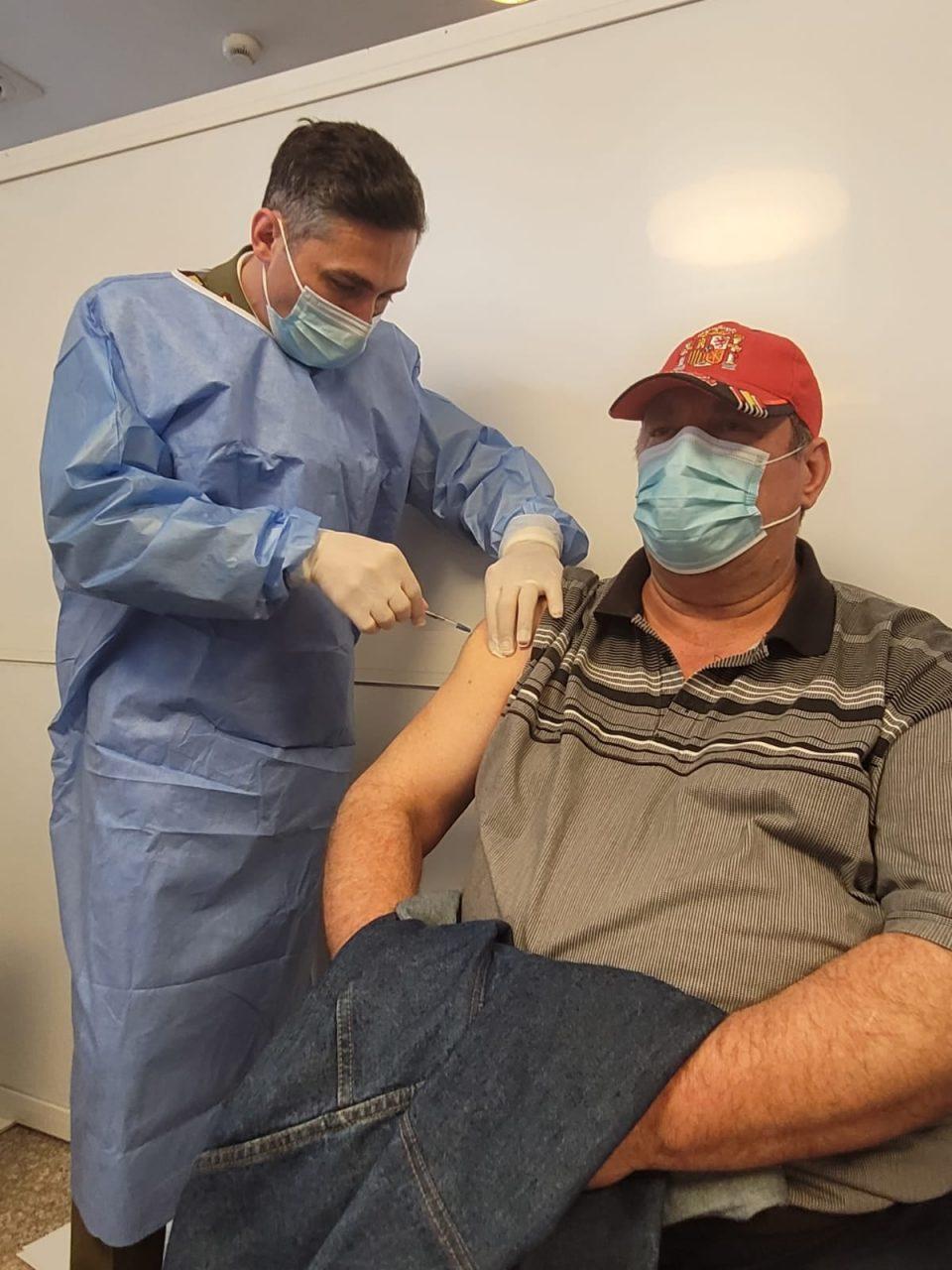 De ce este nevoie ca și cei care s-au infectat cu COVID-19 să se vaccineze după șase luni? Explicațiile medicului Valeriu Gheorghiță