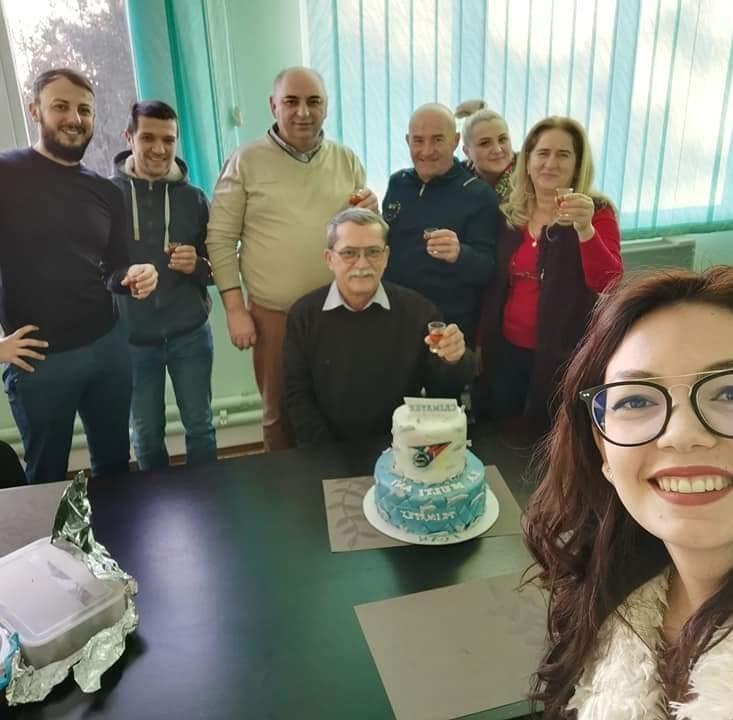 Ioan Crișan, alături de angajați de la firma sa, Crimatex. Foto: Facebook Aurora Ardelea, director executiv Crimatex