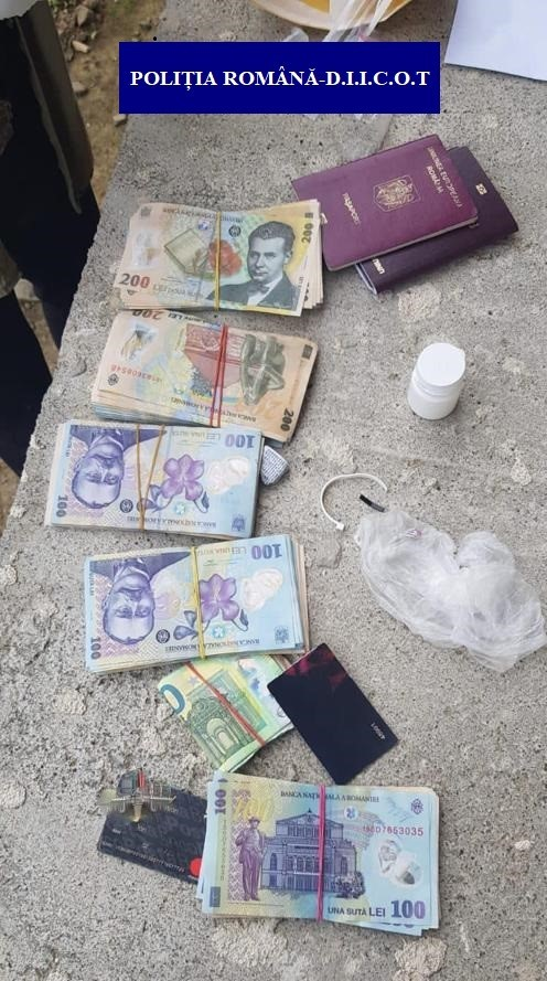 Bancnote falsificate, în valoare de 800.000 de lei, au fost puse în circulație în România.  Bancnotele sunt foarte greu de depistat, susțin anchetatorii