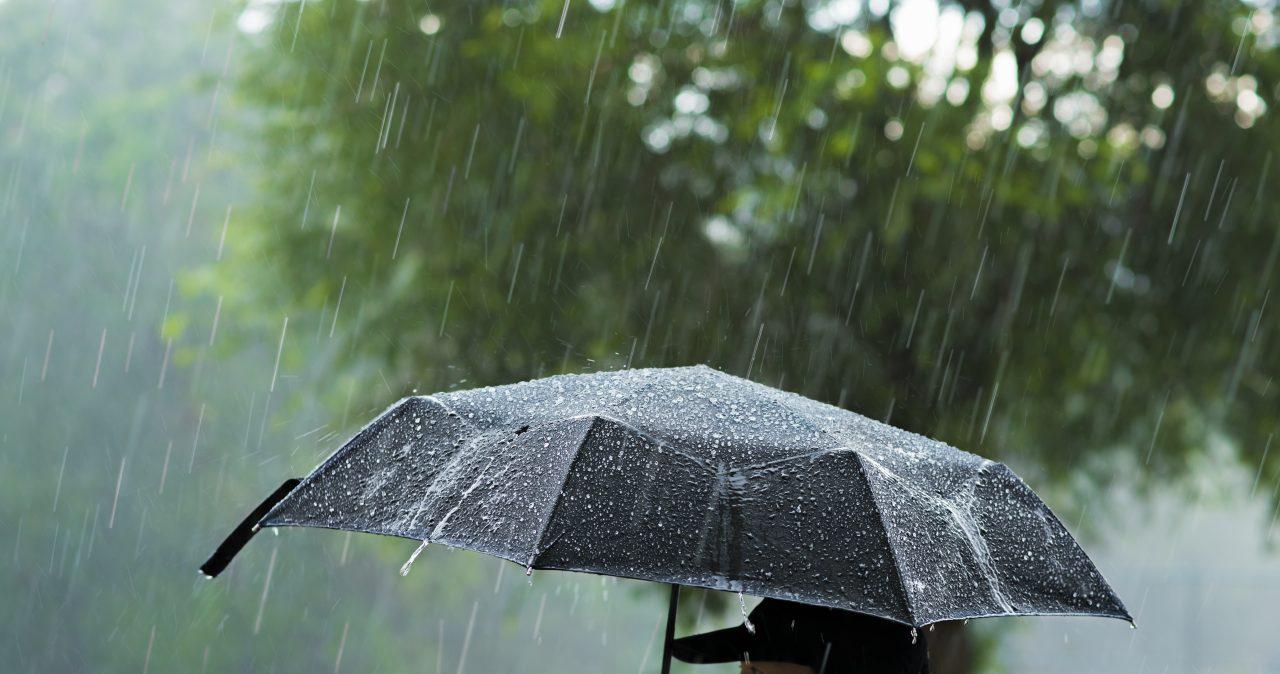 Cod galben de ploi, în Tulcea și Constanța. Meteorologii au emis mai multe avertizări meteo, valabile până vineri seara