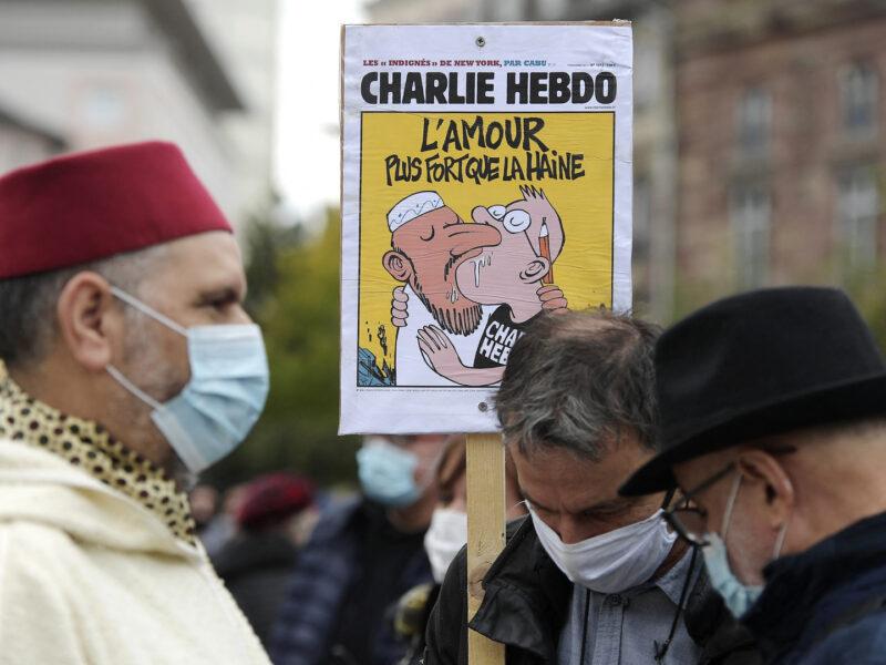 """O femeie care purta un tricou """"Charlie Hebdo"""" a fost înjunghiată într-un parc din Londra"""