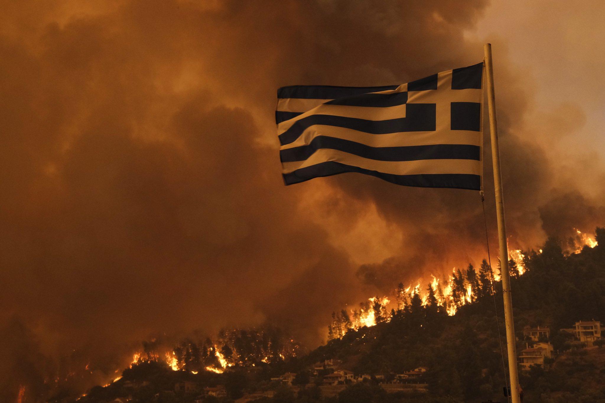 Furtuna Atena a făcut ravagii pe insula grecească Evia, devastată de incendiile din această vară thumbnail