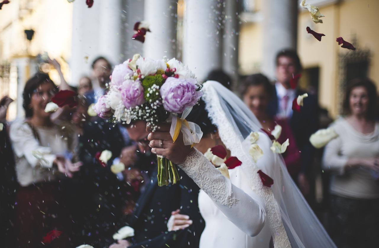 Un ginere din Botoșani a aflat în ziua nunții că are Covid. Nunta s-a ținut, iar dansul mirilor a fost între mireasă şi tatăl ei