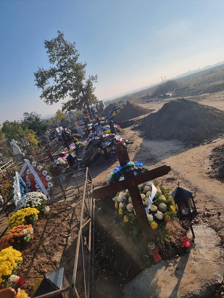 15 înmormântări au avut loc la cimitirul orașului Slobozia, în ultimele două zile. Groparii sunt copleșiți de numărul de decese