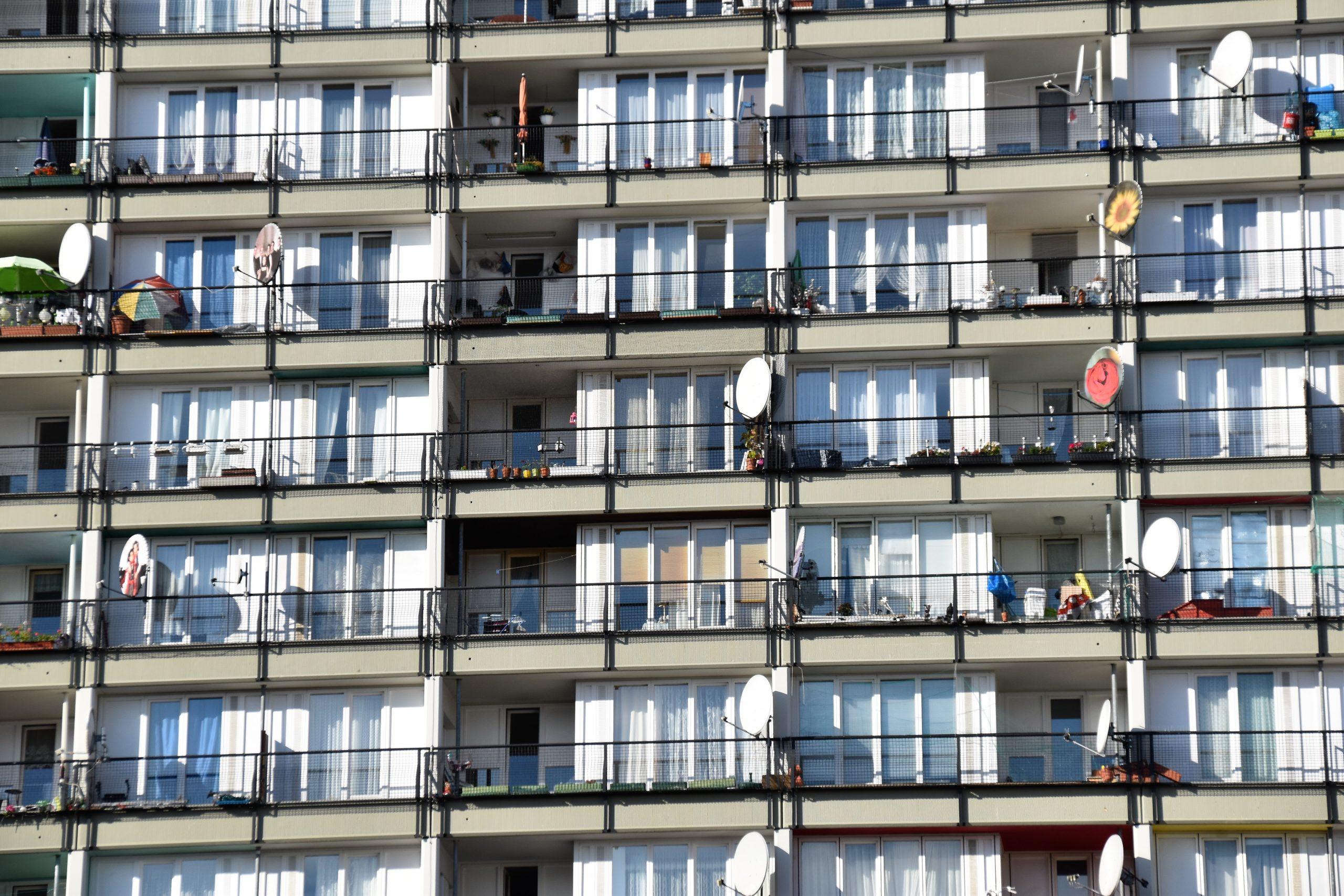 Dezvoltatorii imobiliari anunță că locuințele se vor scumpi cu cel puțin 30%. Economist: Unii încearcă să manipuleze consumatorii thumbnail